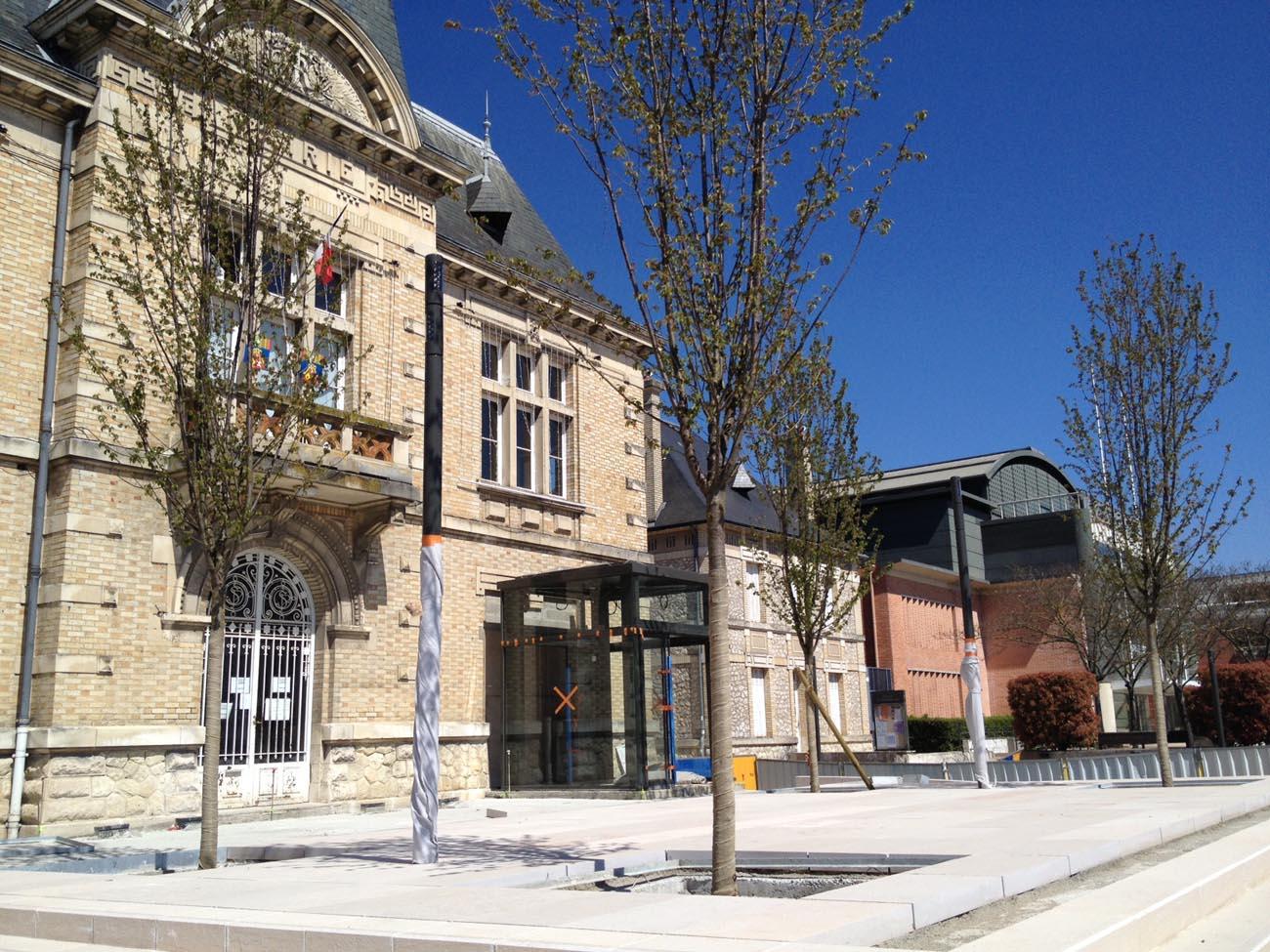 Place Maurice Thorez à St Pierre des Corps (37)